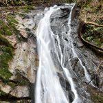 滝の映像でスロー再生